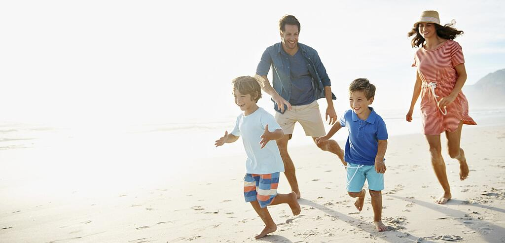 Family-running-on-beach