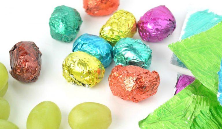 chocolate_egg_grapes