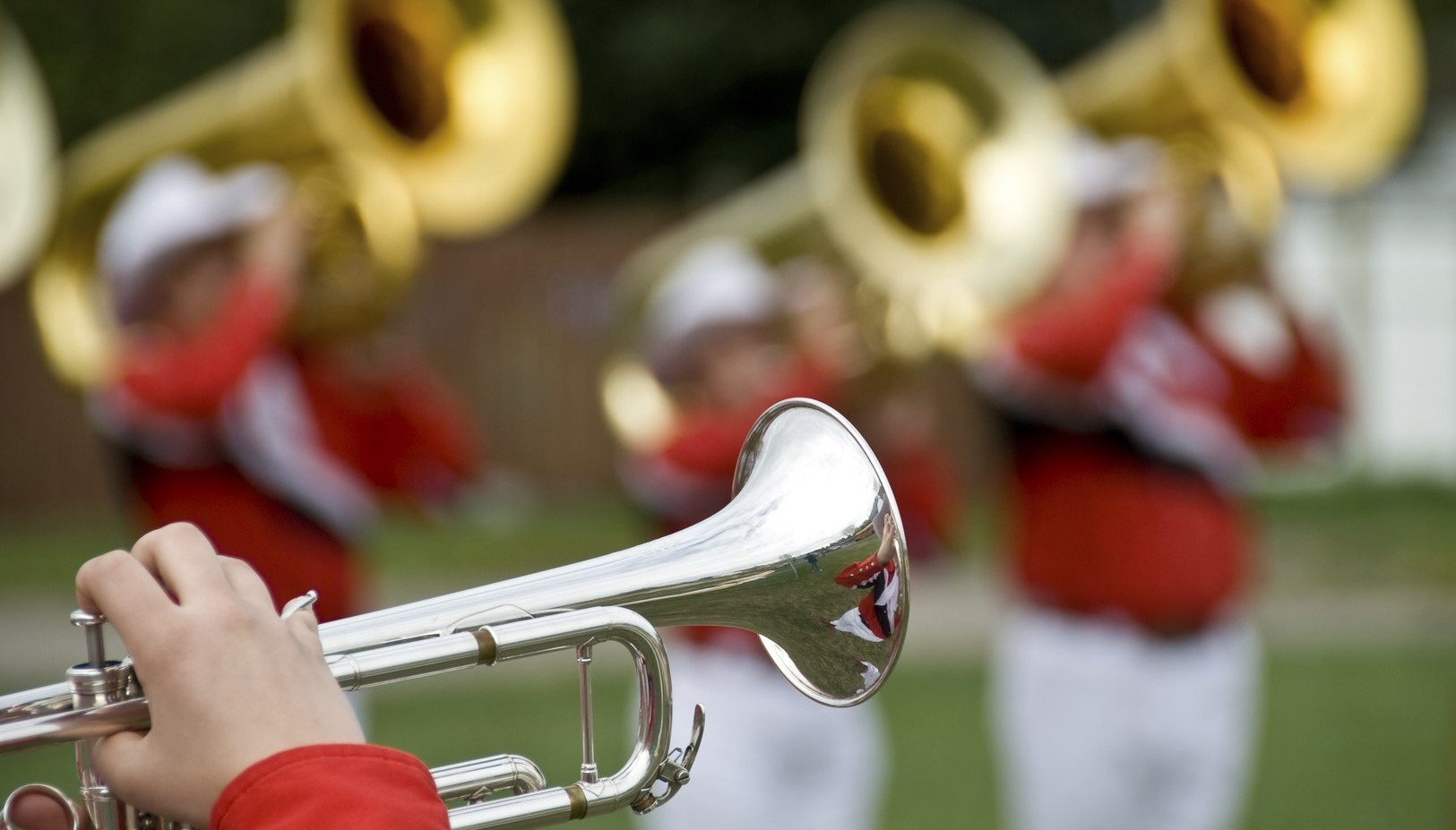 Marching_band_playing