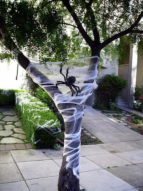 Spiders-Tree-halloween-decorations.jpg