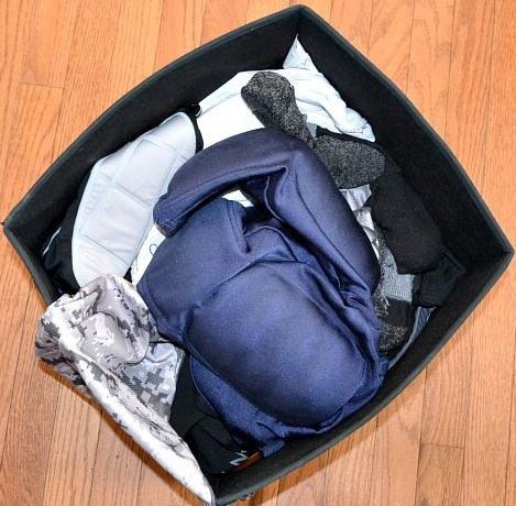 organization_box_with_sport_unform_inside.jpg
