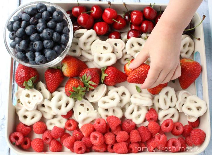 Easy-Flag-Fruit-Dessert-Family-Fresh-Meals-2.png