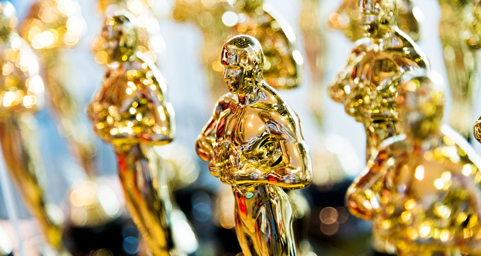 Oscars_Statuettes_in_line