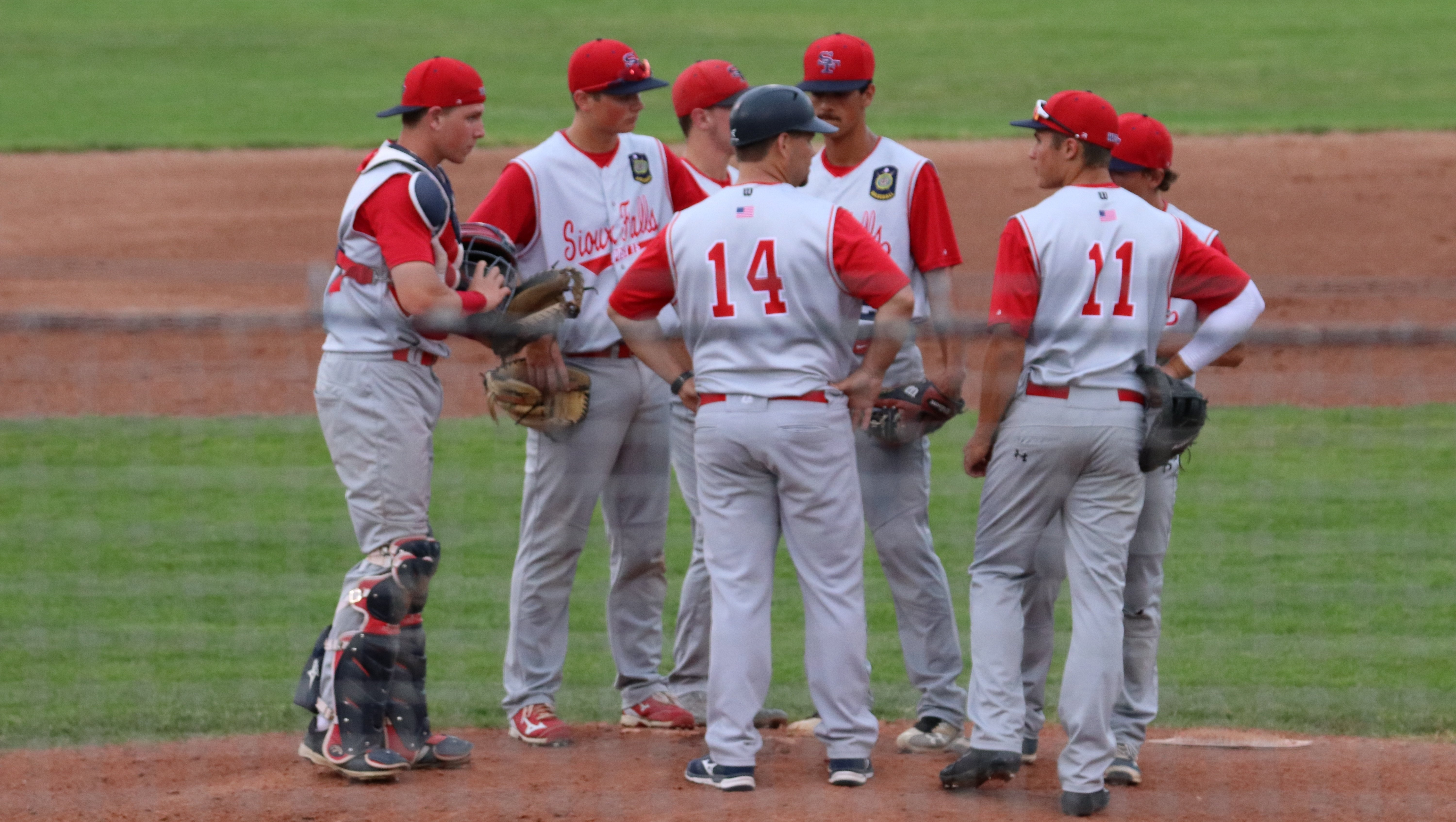 Sioux_Falls_Baseball_Team_huddled_around_the_pitching_mound