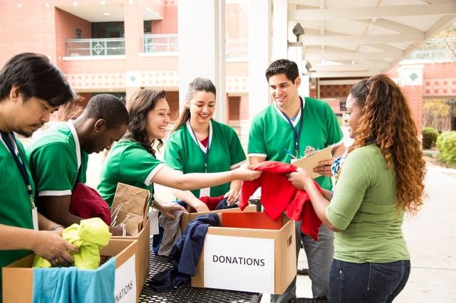 Students_organizing_clothing_donations