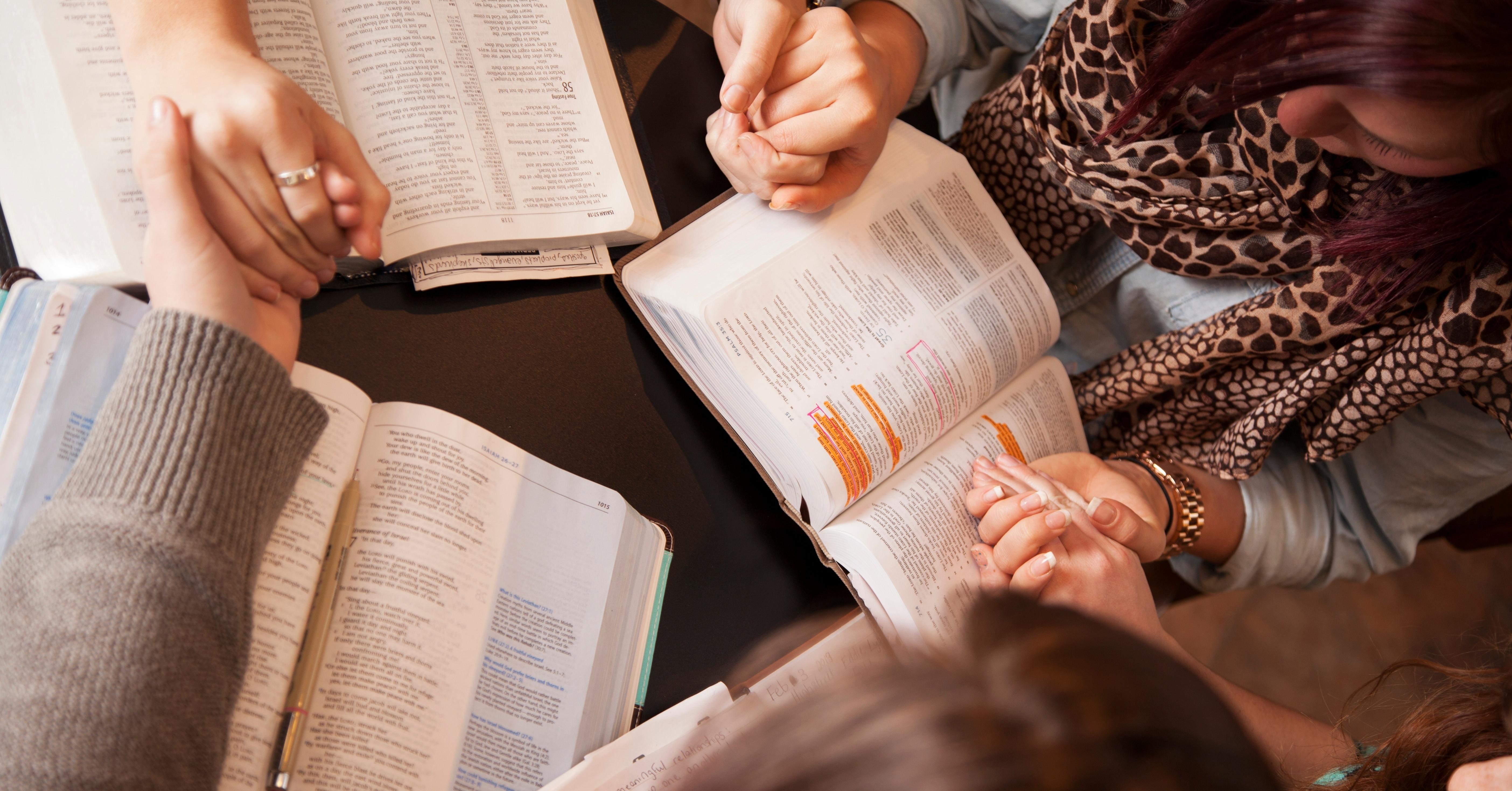 bible_study_group_praying_together