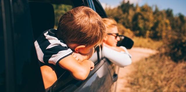 kid_in_car_on_roadtrip