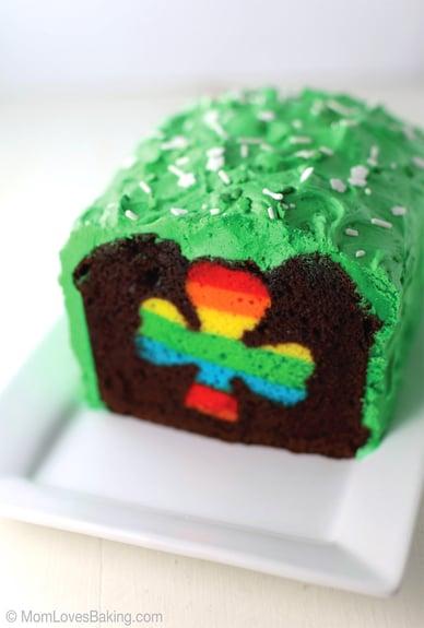 Peek-a-Boo-St-Patricks-Cake