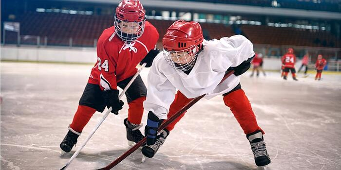 children-play-ice-hockey-picture-id666604620