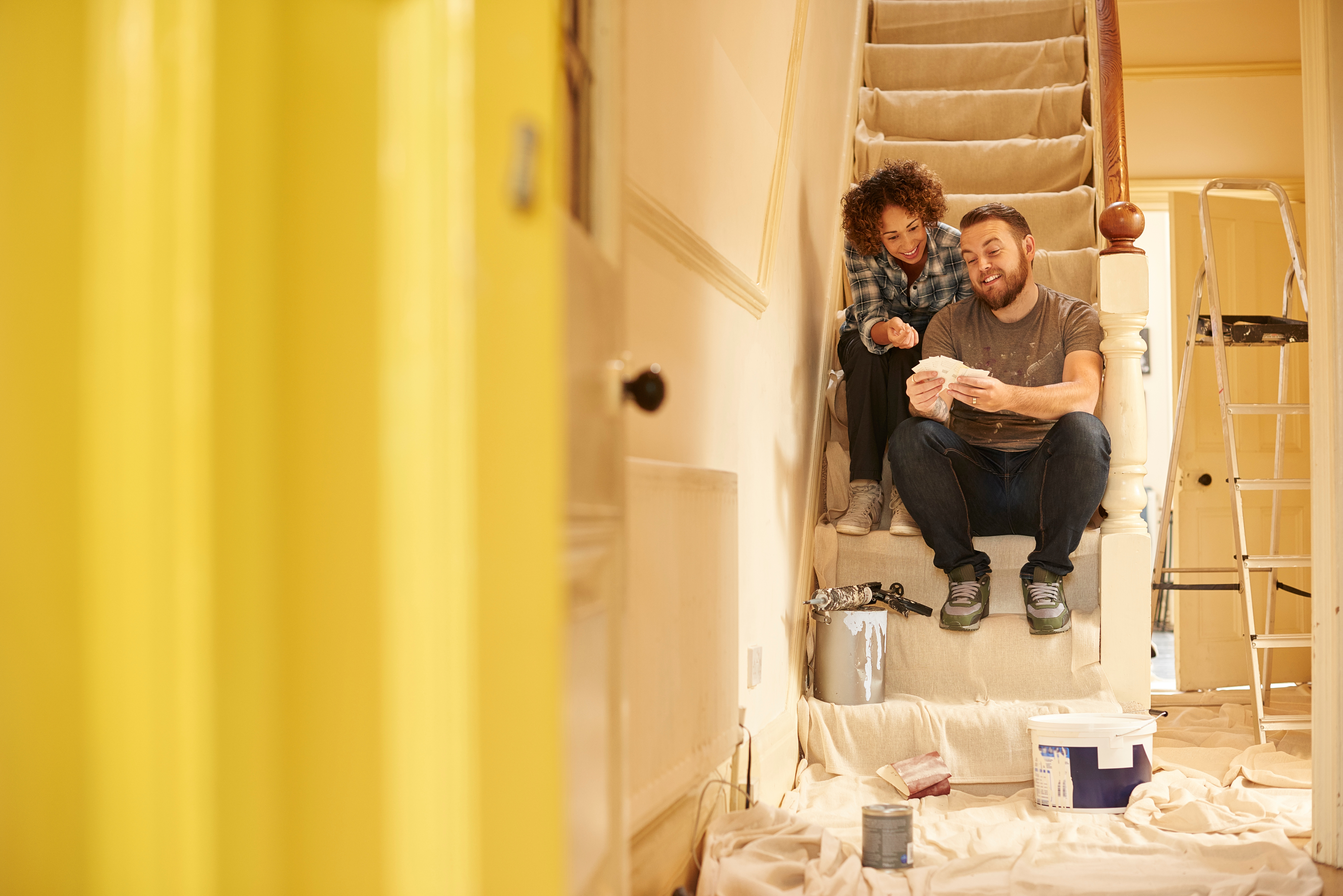 couple_renovating_their_home