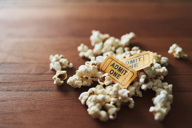 Movie_theater_popcorn_and_tickets