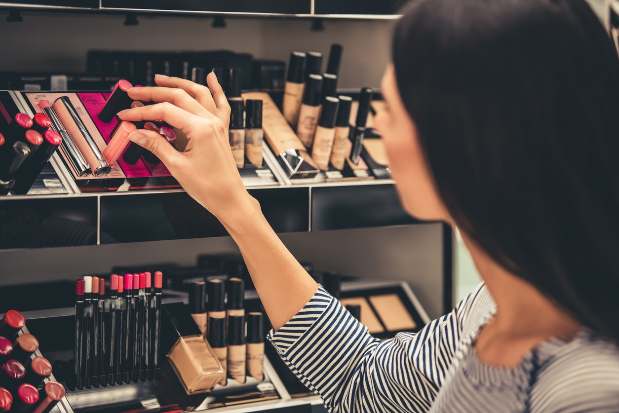 Woman_picking_out_makeup